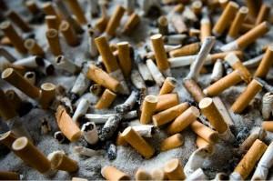 Afvalbak vol sigaretten Persregio Dender