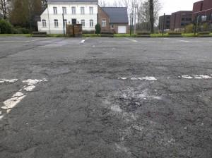 parking-pastorijplein-vol-nagels-en-vuurtonnen-persregio-dender