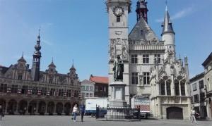 Belfort op Grote Markt in Aalst Persregio Dender