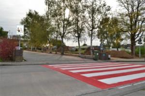 Denderleeuw heeft nieuwe zebrapaden aan scholen Persregio Dender