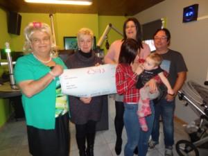 Overhandiging cheque voor Loena bij PROS Persregio Dender