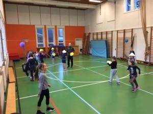 Indoorsporten kinderen in sportzaal Persregio Dender