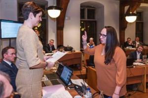 Yasmine Deghels legt eed af als NV-A gemeenteraadslid in Aalst Persregio Dender