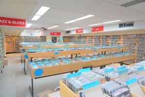 Bibliotheek Aalst vol lege CD doosjes Persregio Dender