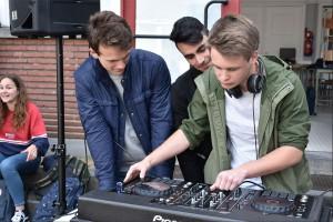 Leerlingen SMI Aalst houden DJ at Work sessie Persregio Dender