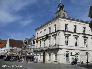 Oud-Strijdersplein en oud stadhuis Ninove Persregio Dender